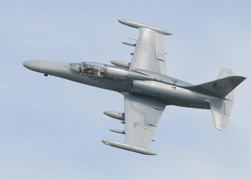 Avião ligeiro de ataque Aero L-159 em http://www.richard-seaman.com