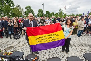 David Lomon and Almudena Cros at the IBMT's 2011 commemoration in Jubliee Gardens