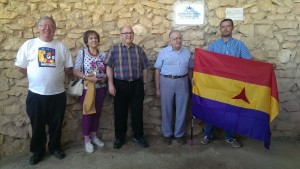 Representatives of the IBMT with the past and present mayors of La Bisbal de Falset