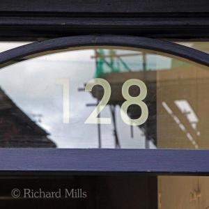 128 Loughton - June 2012 19 esq © resize