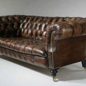 ANTIQUE BUTTONED LEATHER CHESTERFIELD SETTEE ON TURNED FEET