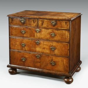 ANTIQUE QUEEN ANNE WALNUT CHEST OF DRAWERS