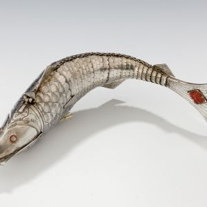 ANTIQUE CHINESE ARTICULATED SILVER FISH