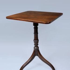 ANTIQUE LATE GEORGIAN MAHOGANY TILT-TOP LAMP TABLE