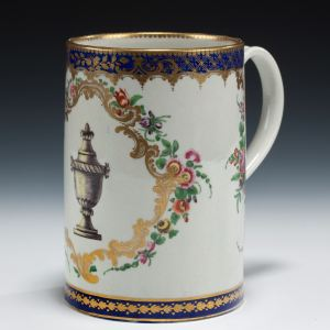 ANTIQUE WORCESTER PORCELAIN MUG PAINTED URN
