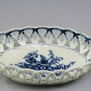 ANTIQUE WORCESTER PORCELAIN BASKET PINE CONE PATTERN