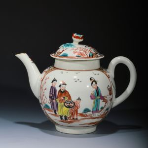 ANTIQUE WORCESTER TEAPOT AND COVER IN MANDARIN STYLE
