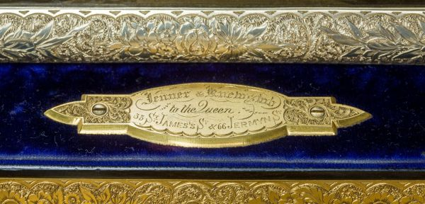 antique-dressing-case-Jenner-Knewstub-outstanding-engraved-silver-gilt-Queen-Victoria (11)