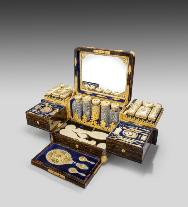 antique-dressing-case-Jenner-Knewstub-outstanding-engraved-silver-gilt-Queen-Victoria (15)