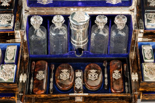 antique-dressing-travelling-case-Thornhill-silver-fittings-large-rare-Tient-Ferme-gentlemans-c (4)