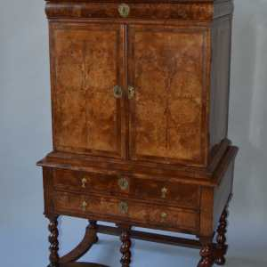 ANTIQUE QUEEN ANNE SMALL SIZE BURR WALNUT CABINET ON STAND