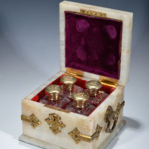 ANTIQUE ONYX & FOUR GLASS SCENT BOTTLES HOLDER