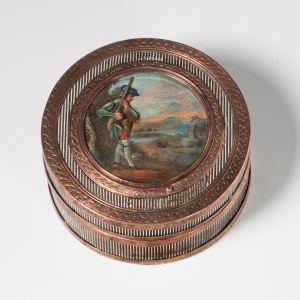 ANTIQUE TORTOISESHELL AND GILT BRONZE SNUFF BOX