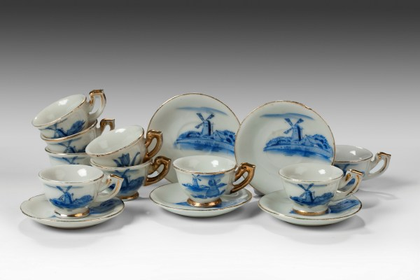 CHILD'S DOLLS PORCELAIN BLUE & WHITE TEA CUPS AND SAUCERS