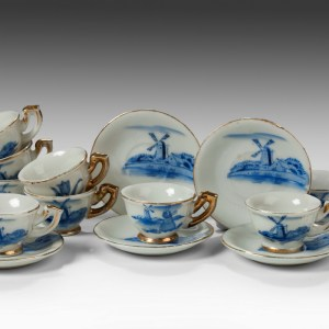 CHILD'S DOLLS BLUE & WHITE TEA CUPS AND SAUCERS