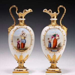 ANTIQUE PAIR OF DERBY PORCELAIN BLOOR PERIOD KEDLESTON EWERS