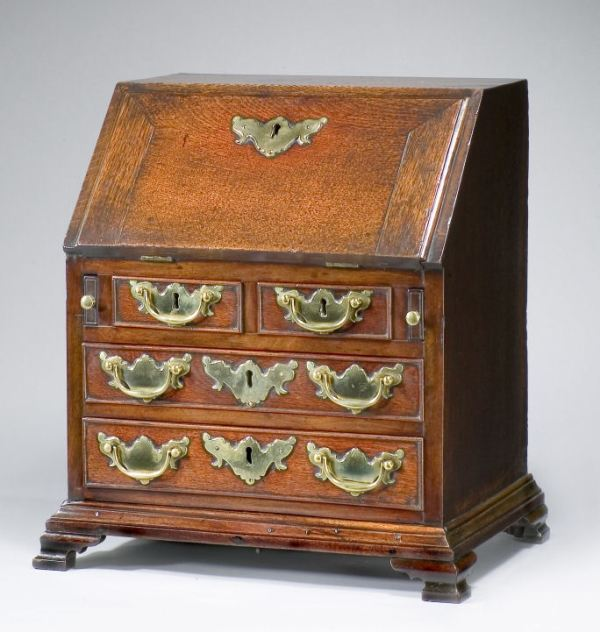 ANTIQUE 18TH CENTURY MINIATURE OAK BUREAU