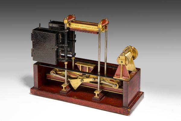 ANTIQUE MODEL OF A ROBERTS PATENT PRESS OR BALING MACHINE