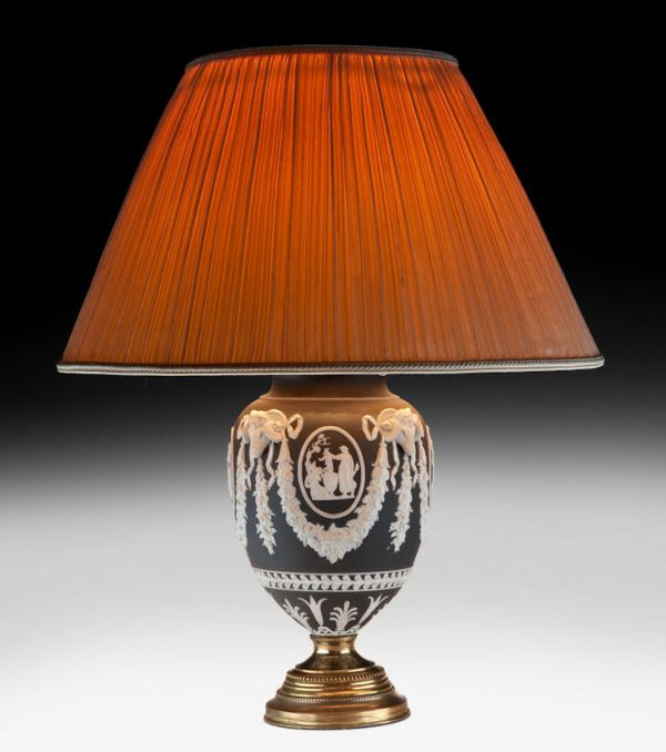 ANTIQUE WEDGWOOD STYLE VASE TABLE LAMP
