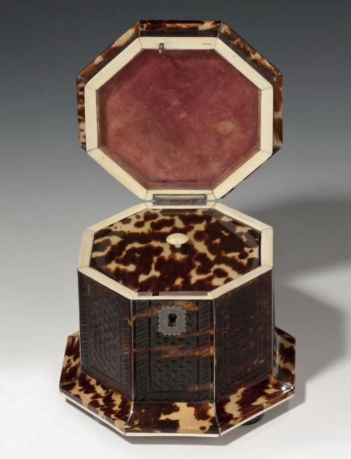 antique-octagonal-small-pressed-tortoiseshell-tea-caddy-rare-3490_1_3490