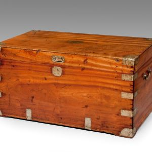 ANTIQUE 19TH CENTURY CAMPHORWOOD AND BRASS BOUND TRUNK