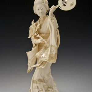 JAPANESE IVORY OKIMONO BIJIN DANCING