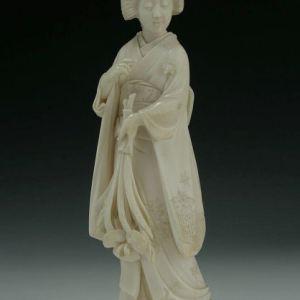 JAPANESE IVORY OKIMONO GEISHA
