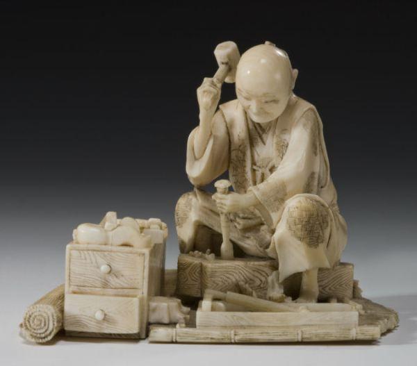 ANTIQUE JAPANESE IVORY OKIMONO OF A CARPENTER