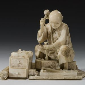 ANTIQUE JAPANESE IVORY OKIMONO OF A CARPENTER