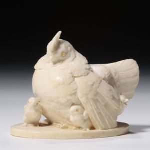 JAPANESE IVORY OKIMONO OF A CHICKEN AND CHICKS