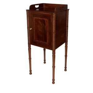 ANTIQUE EDWARDIAN MAHOGANY NIGHT BEDSIDE TABLE CUPBOARD