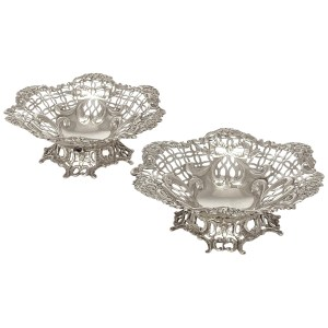 ANTIQUE PAIR OF SILVER BONBON DISHES BY WILLIAM COMYNS