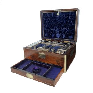 ANTIQUE LADIES BRASS INLAID ROSEWOOD DRESSING CASE