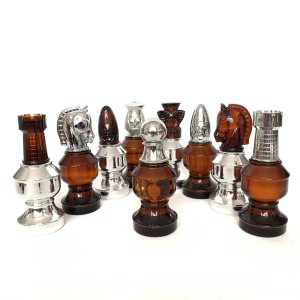 VINTAGE AVON COMPLETE CHESS SET