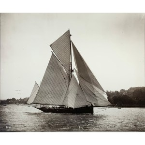 PHOTOGRAPH OF YACHTS IN SOLENT BY BEKEN OF COWES VINTAGE