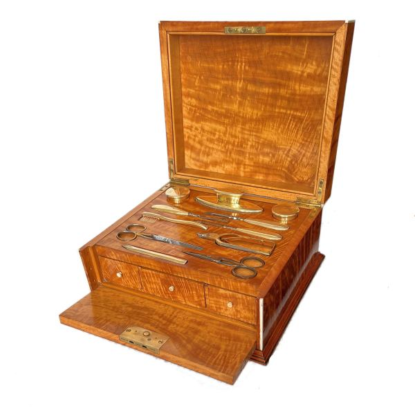 FIND ANTIQUE MANICURE BOXES FOR SALE IN UK