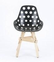 Design Stuhl Sitzschale schwarz, Gestell aus Massivholz ...
