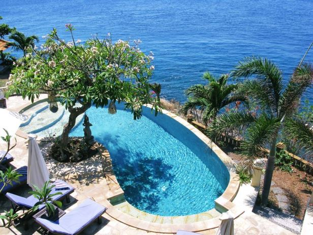 villa-in-amed-bali-blue-moon-villas