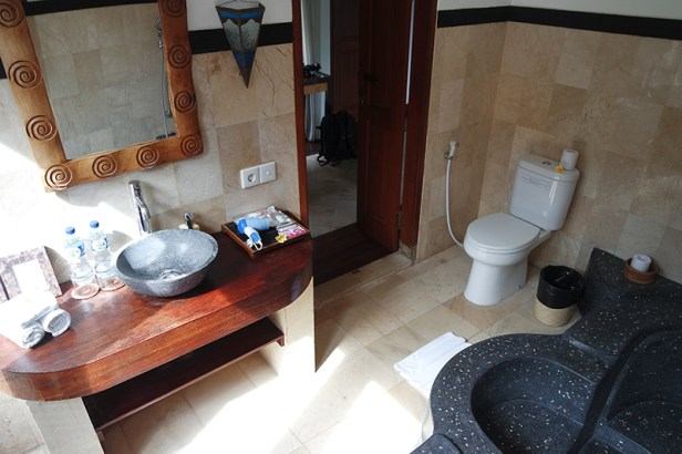 the-junno-villa-canggu-bathroom