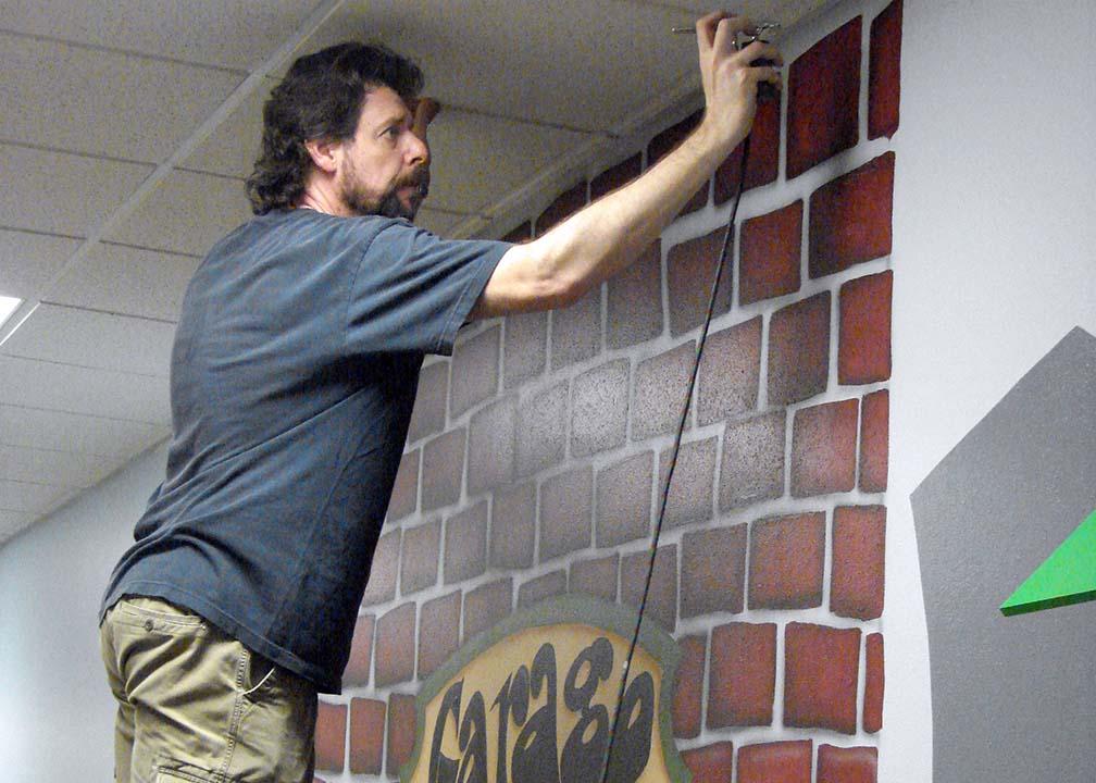Atlanta Muralist Rick Baldwin Painting