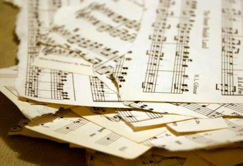 sheet-music-pile
