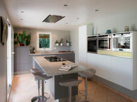meuble de cuisine avec plan de travail