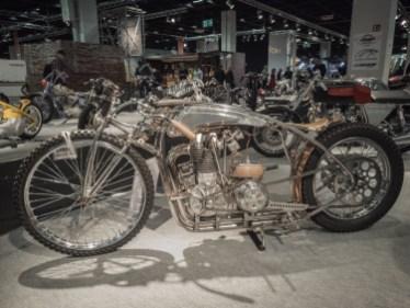Един от най-стилните мотоциклети в тази зона.