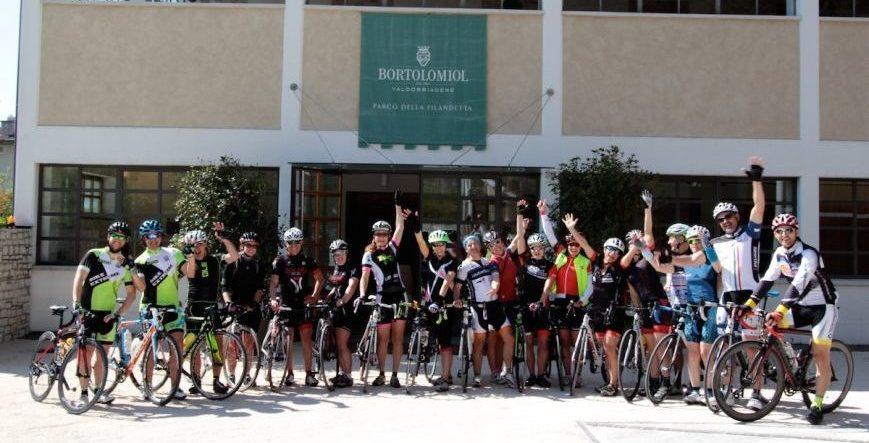donne in bici a Miane