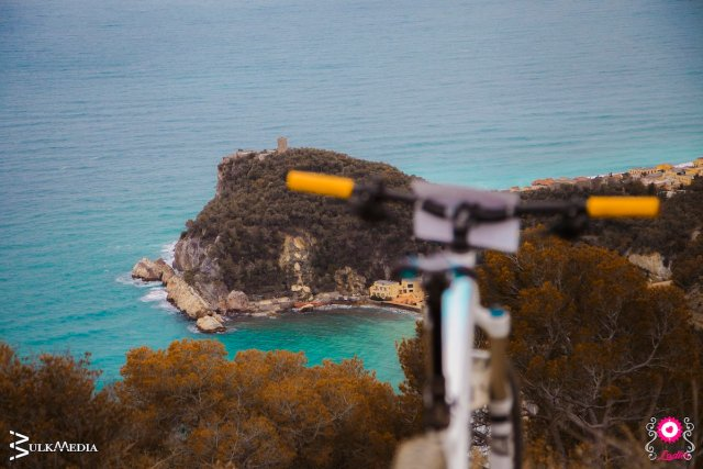 pedalare d'inverno in mountain bike a finale ligure