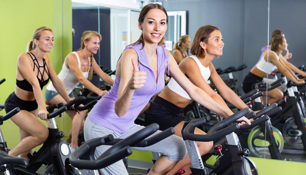 Workout indoor con la cyclette per essere in forma anche in inverno