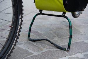 carrello bici bimbo con cavalletto aperto
