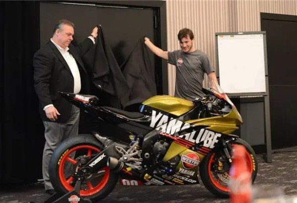 Frank Pittman, General Manager Customer Support Group at Yamaha Motor Corp., USA (left) helps Dane Westby (right) unveil his new Yamalube/Westby Racing YZF-R6.