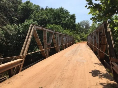 After leaving Stillwater, the route follows the north bank of the Cimarron River and crosses Stillwater Creek on this bridge.