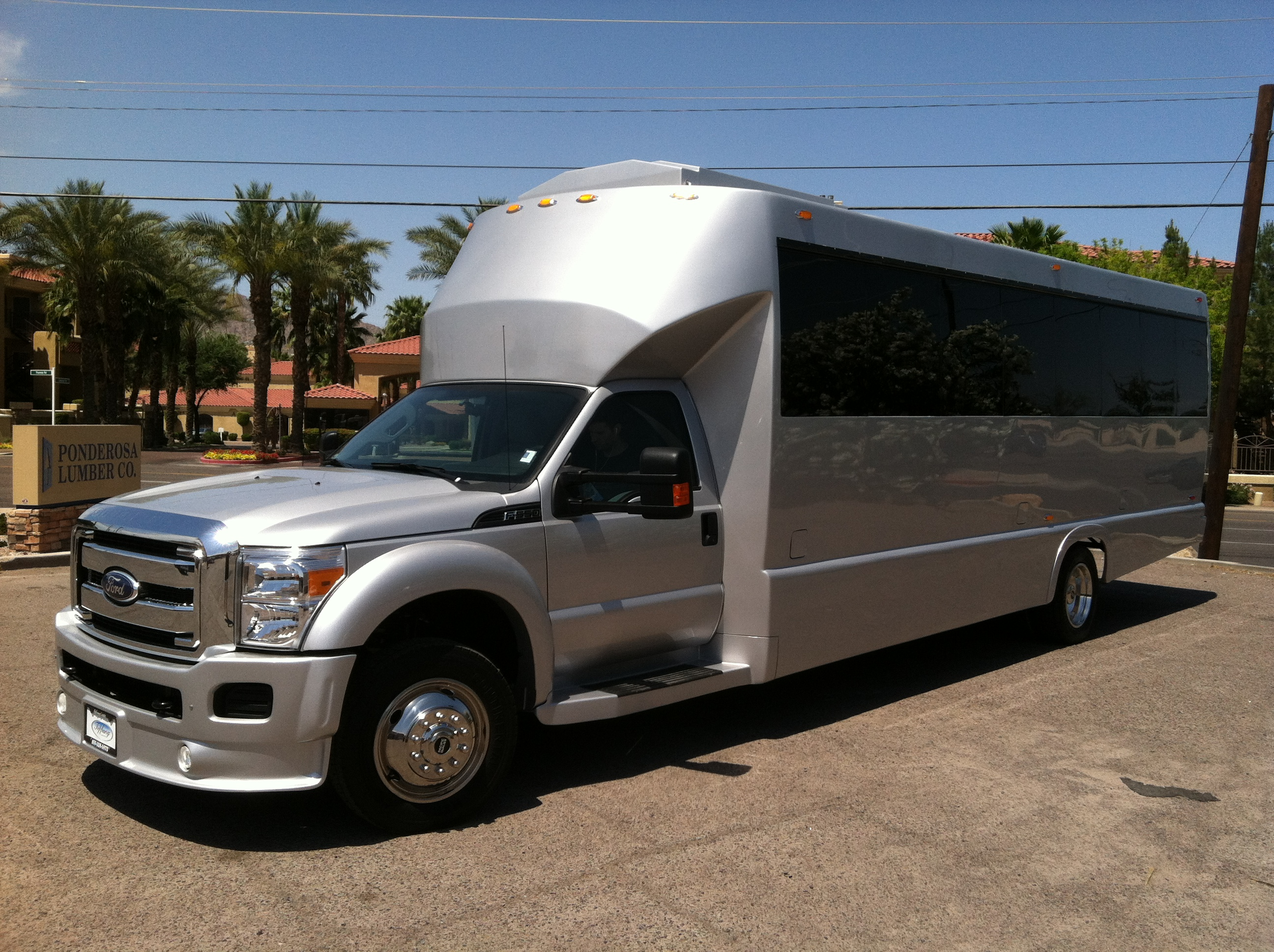 Limousines H2 Hummer Party Bus Rolls Royce